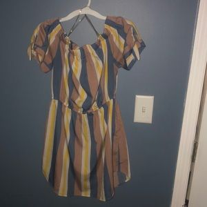 Cute summer dress with bows on both side of arms